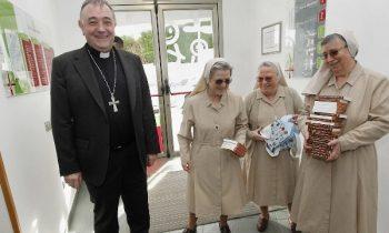 SAN ANÍBAL AYUDA A 55 FAMILIAS CON 12.000 EUROS EN VALES PARA SUPERMERCADOS